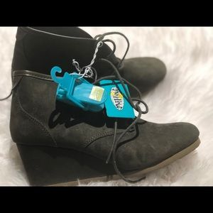 Wedge boot size 10